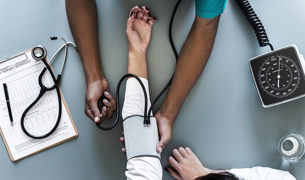 Control de la presión arterial en farmacia elodia lópez